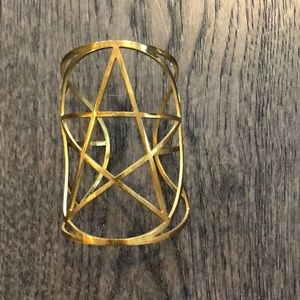 Panela Love star cuff